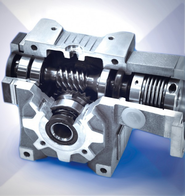 Space saving servo gearhead reduced backlash to less than 1 arcmin